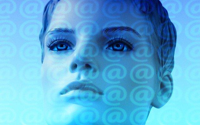 žena ve virtuálním světě