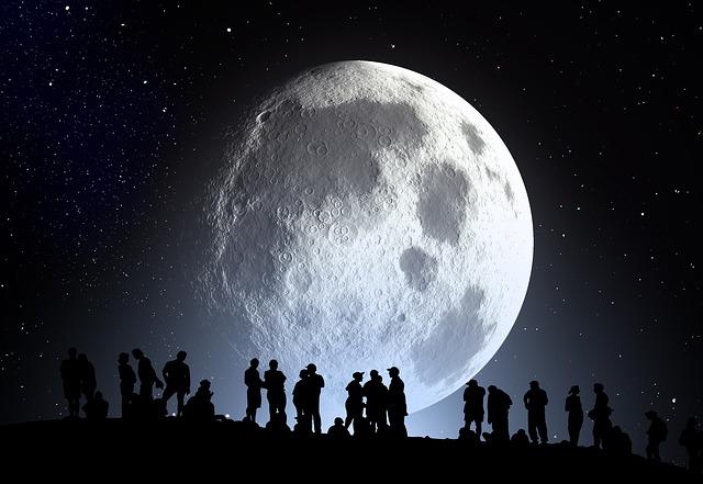 lidé a měsíc