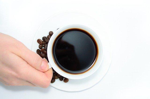 Každodenní káva nás probouzí