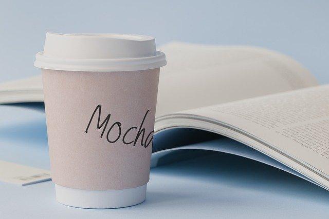 káva v kelímku