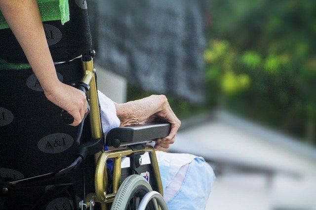 Schodolez pro lidi, kteří jsou na invalidním vozíku