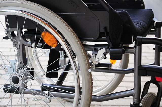 invalidní vozík s odrazkami.jpg