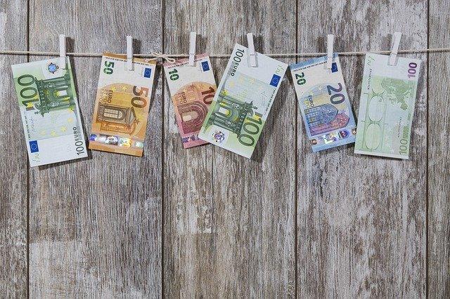 šňůra s penězi
