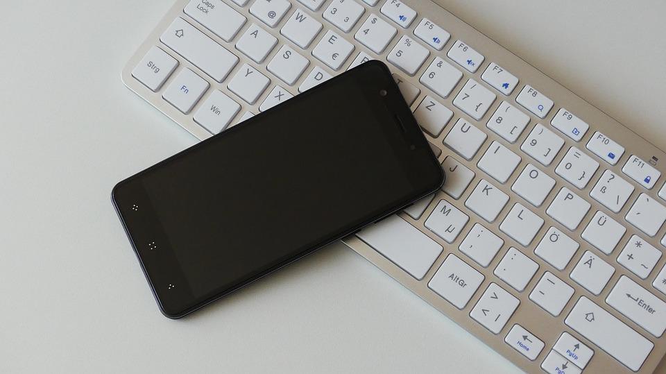 mobil na klávesnici